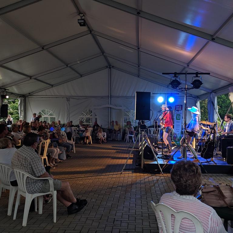 Red Hill Valleys performing at Garden Music Nights
